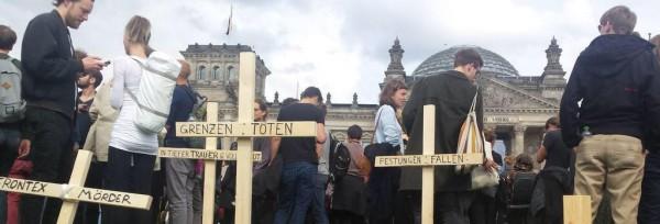 unstaktion vor dem Reichtagsgebäude - die Toten kommen | CC BY Martina Renner